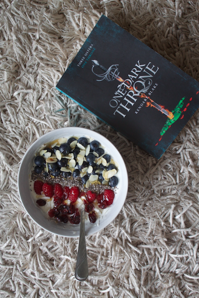 One Dark Throne (Kendare Blake) / Books and Breakfast
